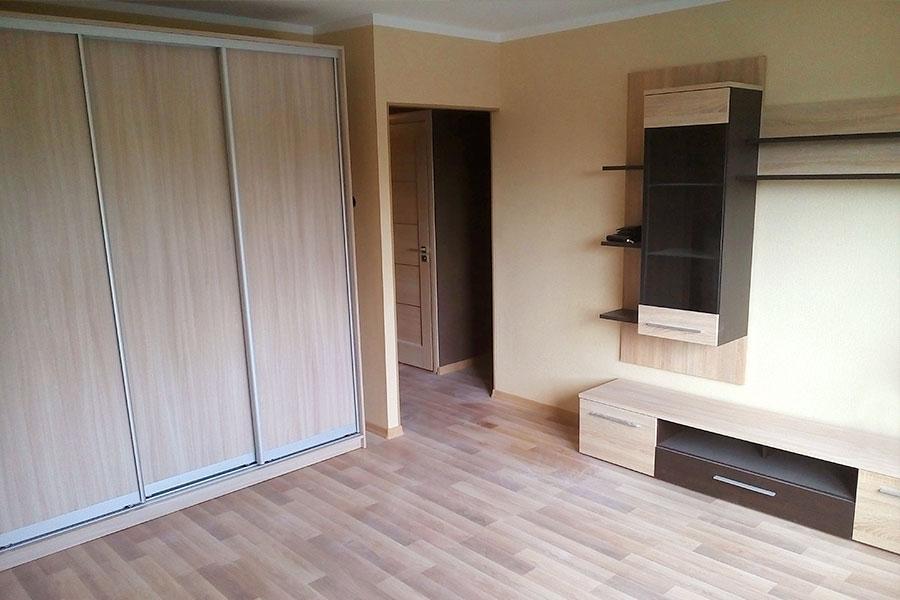 Remonts Ikšķiles dzīvoklī, parketa ieklāšana, sienu slīpēšana, špaketlēšana, krāsošana.